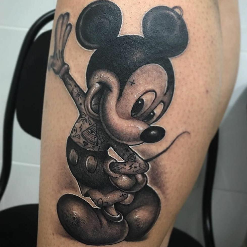 搞媒体的盛先生小腿米奇纹身图案图片